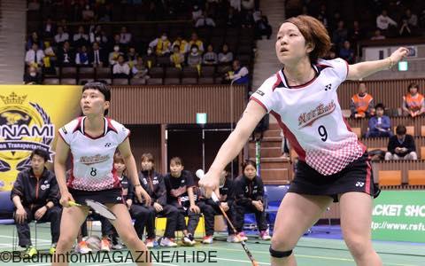 相手のエースダブルスをファイナル勝負で下したNTT東日本の松尾(左)/新玉