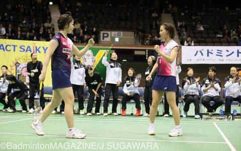 第2ダブルスに回った福島由紀(右)/廣田彩花は、チームが敗れてもきっちりポイントをつかみ全勝をキープ