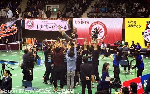 2年ぶりの優勝を喜ぶ日本ユニシスチーム