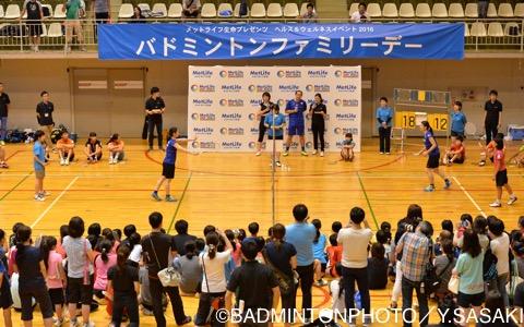 髙橋チーム、松友チームに分かれてゲーム形式のエキシビションマッチ