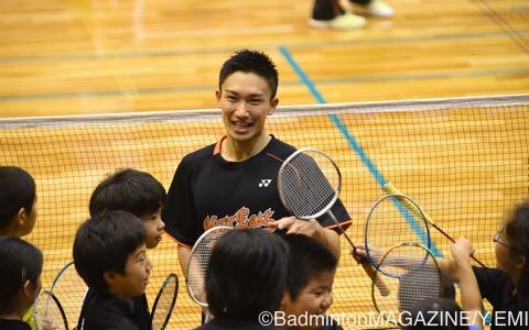 クリニックでは笑顔もよく見られ、地元のジュニア選手とバドミントンを楽しんだ