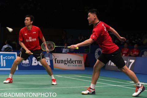 マレーシアのタンBH(右)とインドネシアのセティアワンのペアは予選を突破