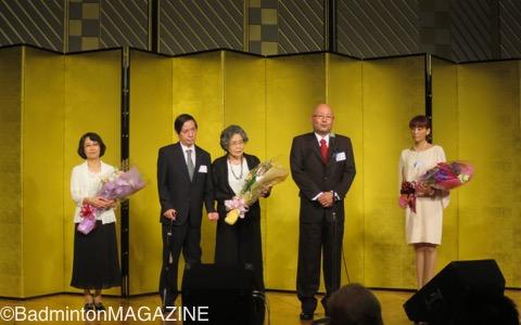 代表取締役社長就任のあいさつを行なう杉田昭博氏(右から二人目。左から二人目が会長に就任した一博氏)