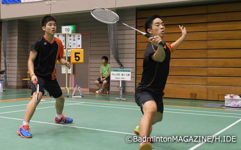 2-0のストレート勝ちを重ねて4強入りした埼玉栄の2年生・中山(左)/緑川