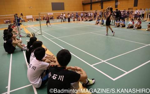 練習会の最後に行なわれた日本ユニシス選手による試合。ハイレベルなラリーに中高生からはため息がもれた