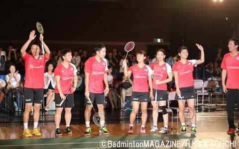 サプライズで登場した日本代表選手と朴柱奉ヘッドコーチ。子どもたちへのクリニックをサポートした
