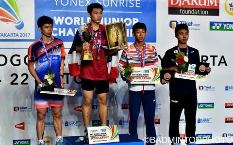 銅メダルを獲得した奈良岡功大(右端)