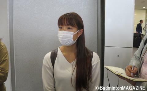 成田空港で取材に応じた奥原