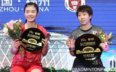 優勝を決めた山口茜(右)と準優勝の高昉潔(中国)