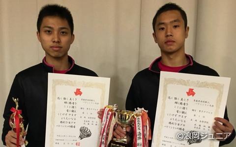 奈良岡は見事3冠を達成した(右はパートナーの武藤映樹)