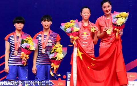 準優勝を果たした韓国の若手・ベク・ハナ、李ユリム、黄雅瓊、于小含