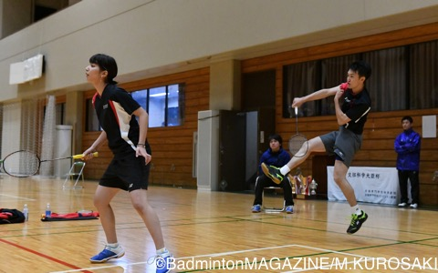 混合ダブルス優勝の中村(右)/岡田(日本ウェルネススポーツ専門学校)