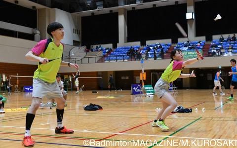混合ダブルス2位の鈴木(左)/吉田(北海道スポーツ専門学校)