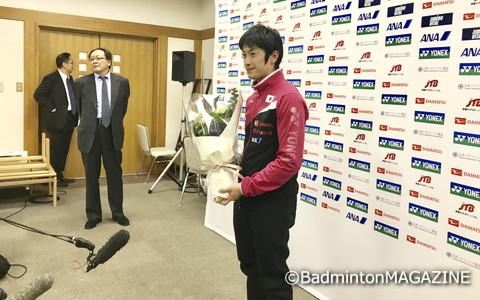 日本代表スポンサーであるダイハツ工業から花束が贈られた
