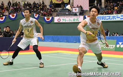 難敵を退けてチームの勝利に貢献した日立の竹内(右)/松居