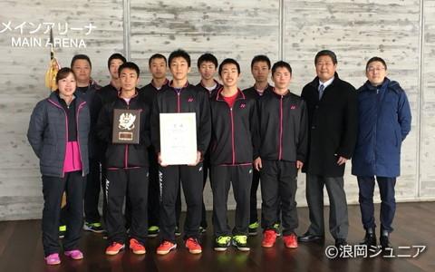 団体、個人単複の3種目を制覇した浪岡。エースの奈良岡功大は3月の高校選抜でも3冠をねらう