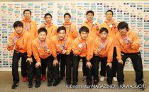 銀メダルを獲得した日本男子代表