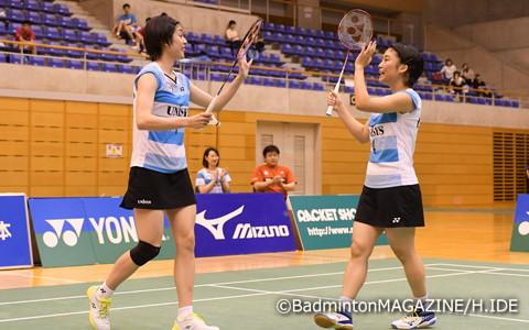 決勝は2-0のストレート勝ちで優勝を決めた栗原文音(左)/篠谷菜留