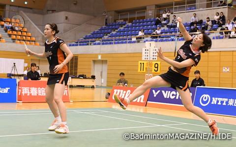国内大会初タイトルにあと一歩届かなかった川島里羅(左)/尾﨑沙織(NTT東日本)。「初めての決勝で緊張があり、硬くなってしまった」二人