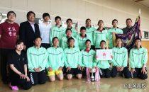 『第71回青森県高等学校総合体育大会青森県予選』で団体優勝を果たした浪岡(奈良岡功大は後列左より5番目)。奈良岡は個人でも頂点に立ち、2年連続で3冠をつかんだ