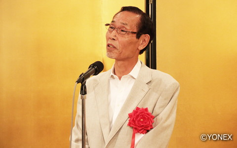 感慨深い様子で受賞の喜びを語った栂野尾昌一氏(左)