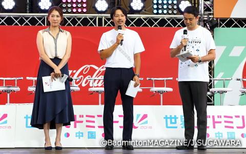 会見には、テレビ朝日バドミントン中継解説者の池田信太郎氏(中央)と小椋久美子氏(左)の二人が駆けつけ、会見を盛り上げた
