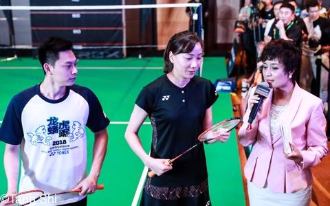 STEP ATTACK CHALLENGEに挑戦した元中国代表・劉小龍(中央)と成淑(左)