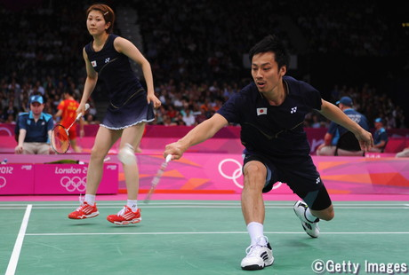 池田氏は現役時代、オリンピックに2回出場した(写真は混合複に出場した2012年ロンドン五輪。奥は潮田玲子)