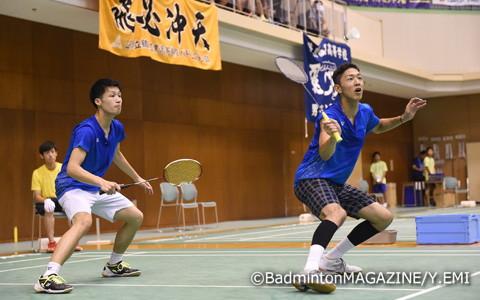 準々決勝を2-1で突破し、4強入りを決めた農口(左)/服部(福井工大附福井)