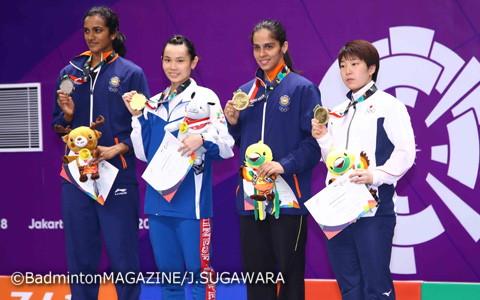 左から銀メダルのシンドゥ、金メダルの戴資頴、銅メダルのサイナ・ネワール、山口茜