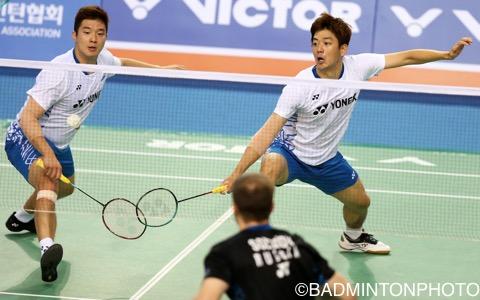 韓国代表を引退している李龍大(右)は金基正とのペアで出場。初戦を突破した