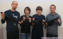 今回、モニターとして協力いただいた4人。左から、藤本さん、斎藤さん、佐々木さん、野本さん。持っているのは、それぞれ使用したサポーター