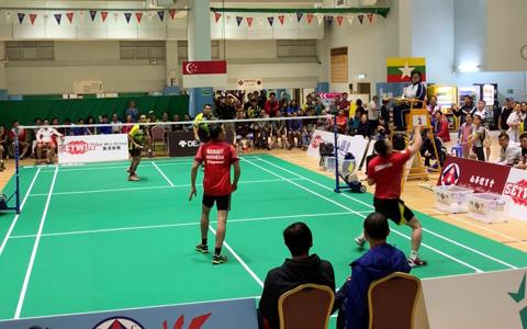 トニーさん(右端)らインドネシアチームのプレーに、観客は魅了されていました
