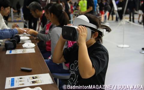 VR体験コーナーでは、専用機器を使ってナショナルA代表とのラリーを「体感」