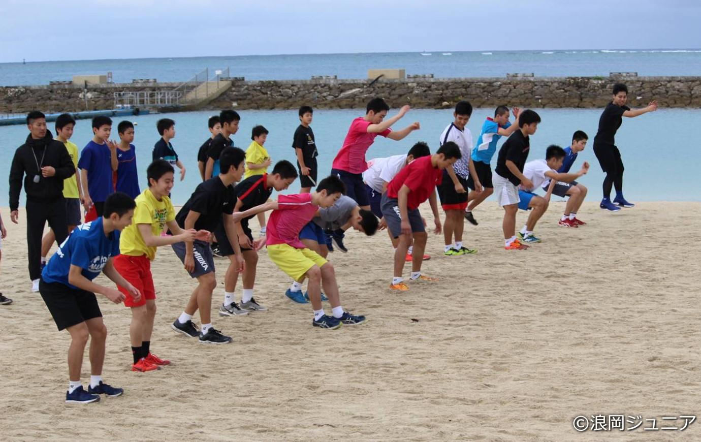 砂浜でのトレーニングの様子。「キツくて地獄のようでした(苦笑)」(奈良岡)